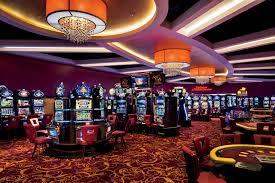 Perbedaan bermain di casino asli dan Di casino online